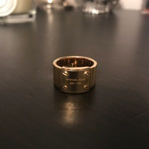 Michael Kors size 6 logo plaque gold band ring